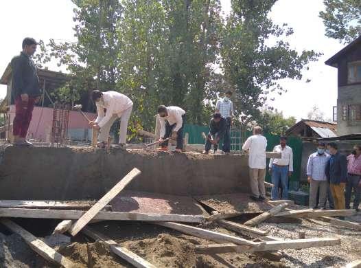 LAWDA conducts demolition drive in several Srinagar areas
