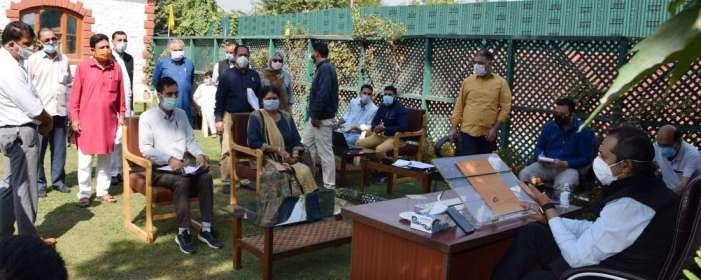 Advisor Baseer Khan meets several deputations, individuals at Srinagar