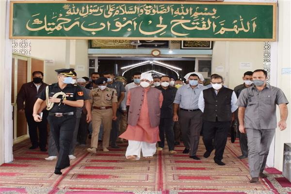 Lt Governor visits Hazratbal Shrine, takes stock of the facilities in place for devotees