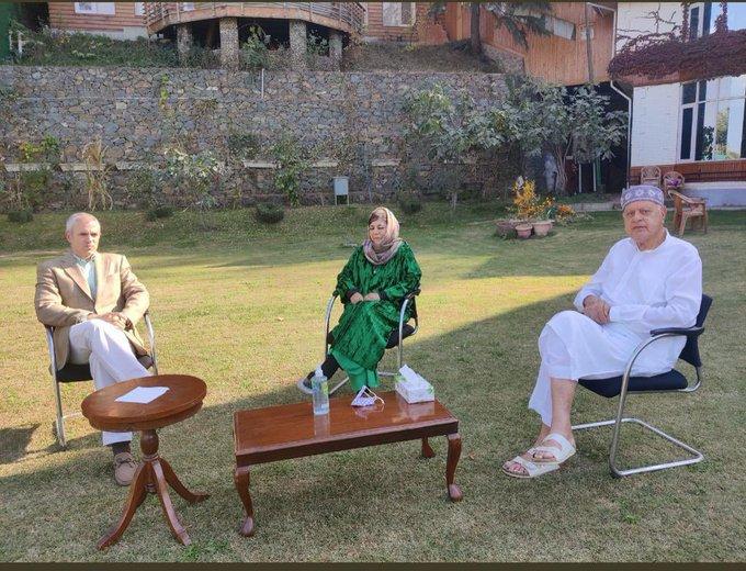 Flurry of political activities, Omar, Farooq meet Mehbooba