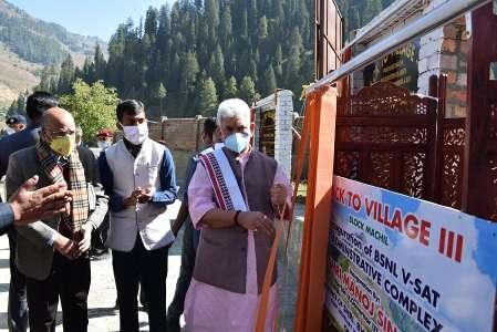 B2V-3: Lt Governor visits frontier Machil area in Kupwara