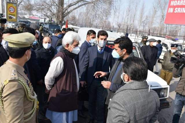 Lt Governor reviews restoration of essential services in Kashmir