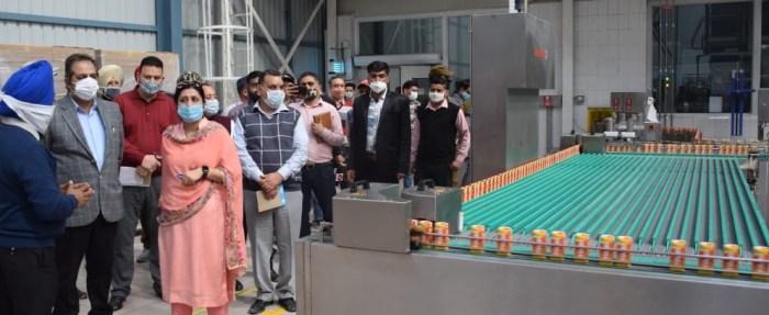 Advisor Baseer Khan visits Industrial Estate Samba; Reviews functioning of business units