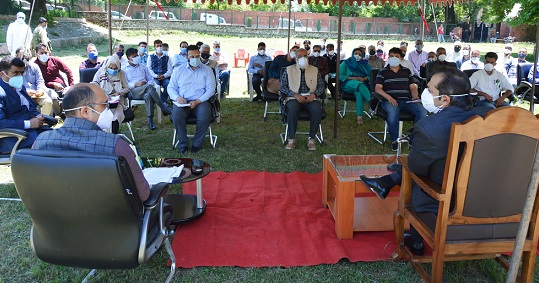 Advisor Baseer Khan visits Sopore; reviews COVID-19 mitigation measures with all stakeholders