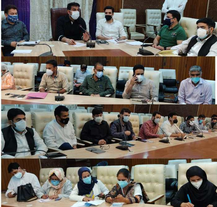 DC Srinagar finalises strategy for vaccination of Target groups from May 25