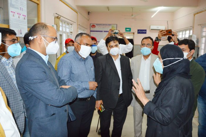 Div Com Kashmir inspects Covid-19 Wellness Centres at Baramulla, takes stock of mitigation measures