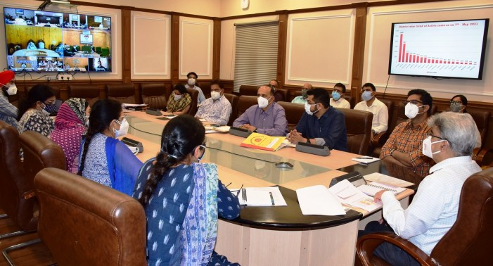 Atal Dulloo reviews implementation of Covid containment measures in J&K