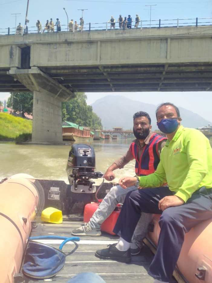 Man attempts suicide, rescued from river