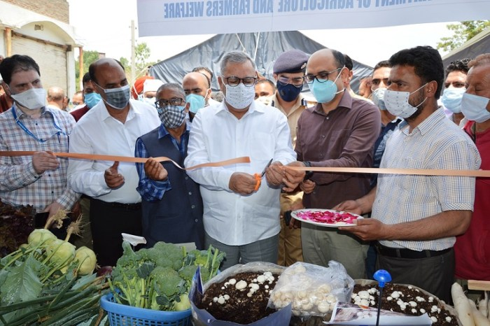 Advisor Farooq Khan inaugurates Micro Irrigation System at Pattan, launches prog for 'Lal Mirchi' revival