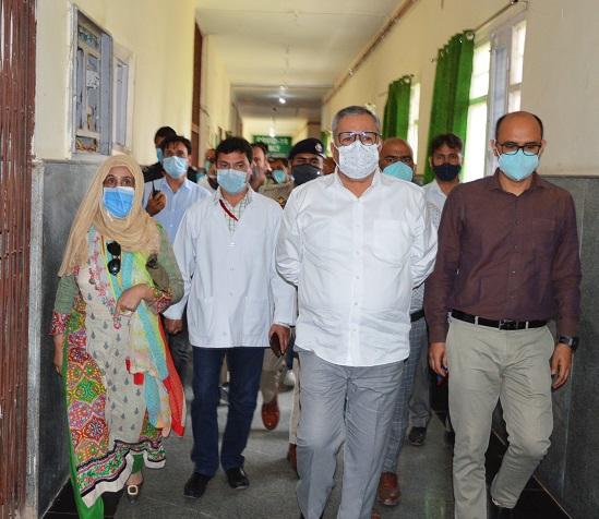 Advisor Farooq Khan inspects COVID Wellness Centre Sopore, reviews virus mitigation measures