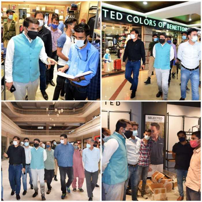 DC Srinagar pays surprise visit to City Shopping complexes