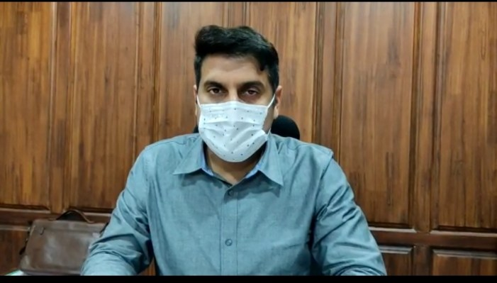 Strict adherence to SOPs, vaccination imperative to minimize Covid infection: DC Srinagar