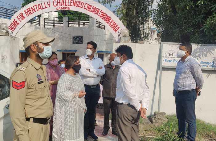 Div Com Jammu distributes Oxygen Concentrators to CCI under patronage of SWD