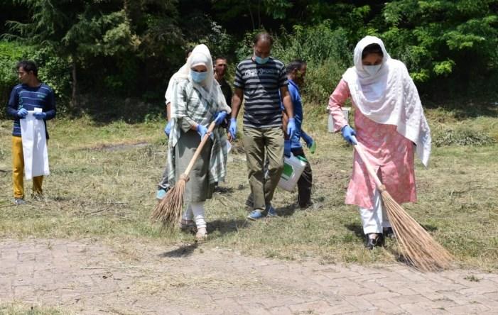 Tourism Deptt Kashmir organises cleanliness drive at Nigeen's Cherry Park