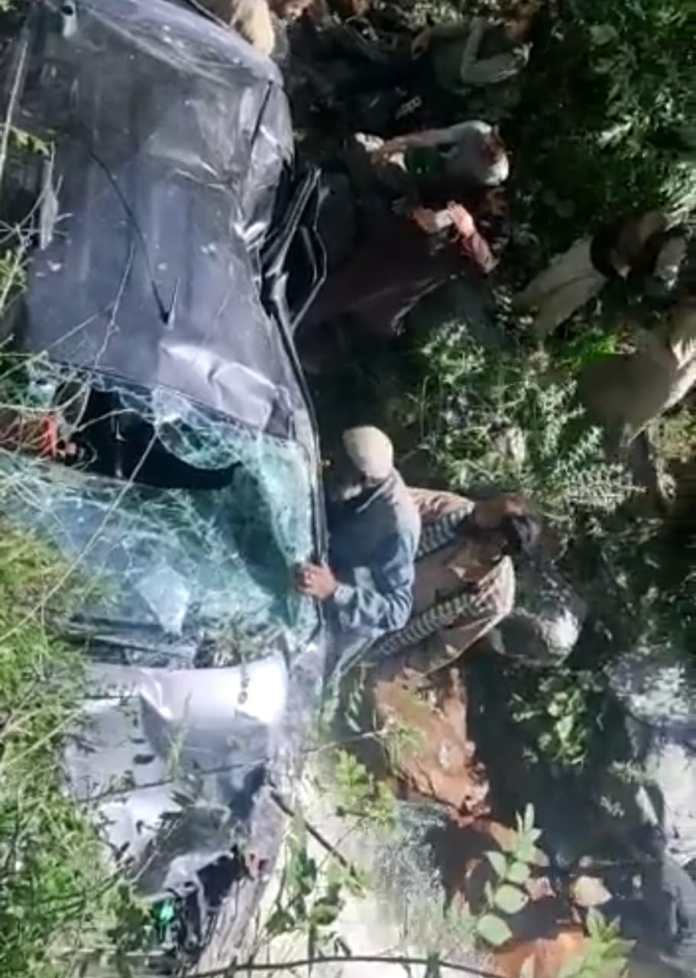 Driver killed, four others injured in Uri road accident
