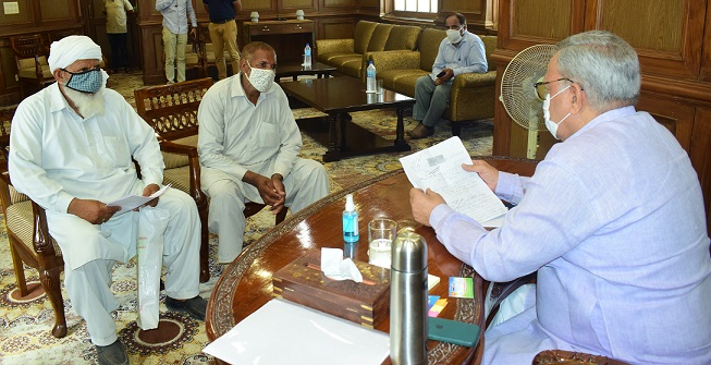 Advisor Khan holds public grievances redressal camp; takes stock of people's issues