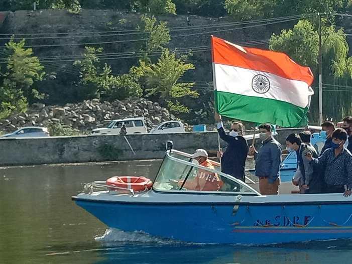 Advisor Baseer Khan flags off shikara rally in Dal Lake