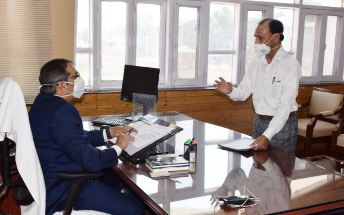 Dozens of deputations, individuals call on Advisor Baseer Khan at Civil Secretariat