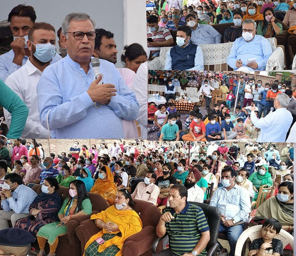 Advisor Farooq Khan visits K P Colony Vessu