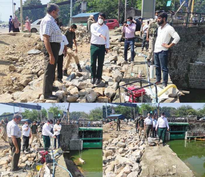 DC Srinagar inspects restoration work on road along Boulevard at Dalgate