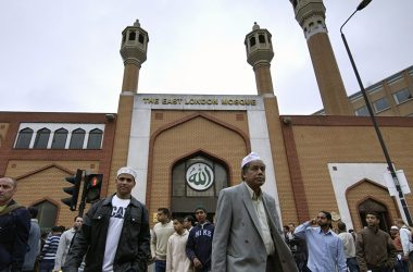 MI5 is paying British Muslims £2000 to spy and report 'radical behaviour'