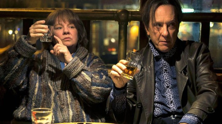 """CAN YOU EVER FORGIVE ME? Melissa McCarthy as """"Lee Israel"""" and Richard E. Grant as """"Jack Hock"""""""