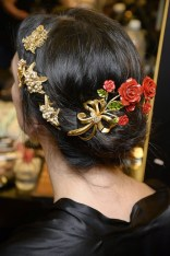 dolce-and-gabbana-winter-2016-women-fashion-show-backstage-17-zoom