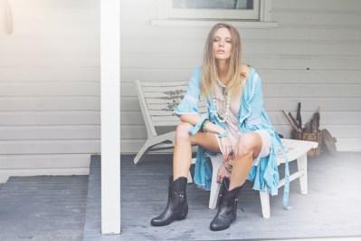 poppie-blue,-black-boots