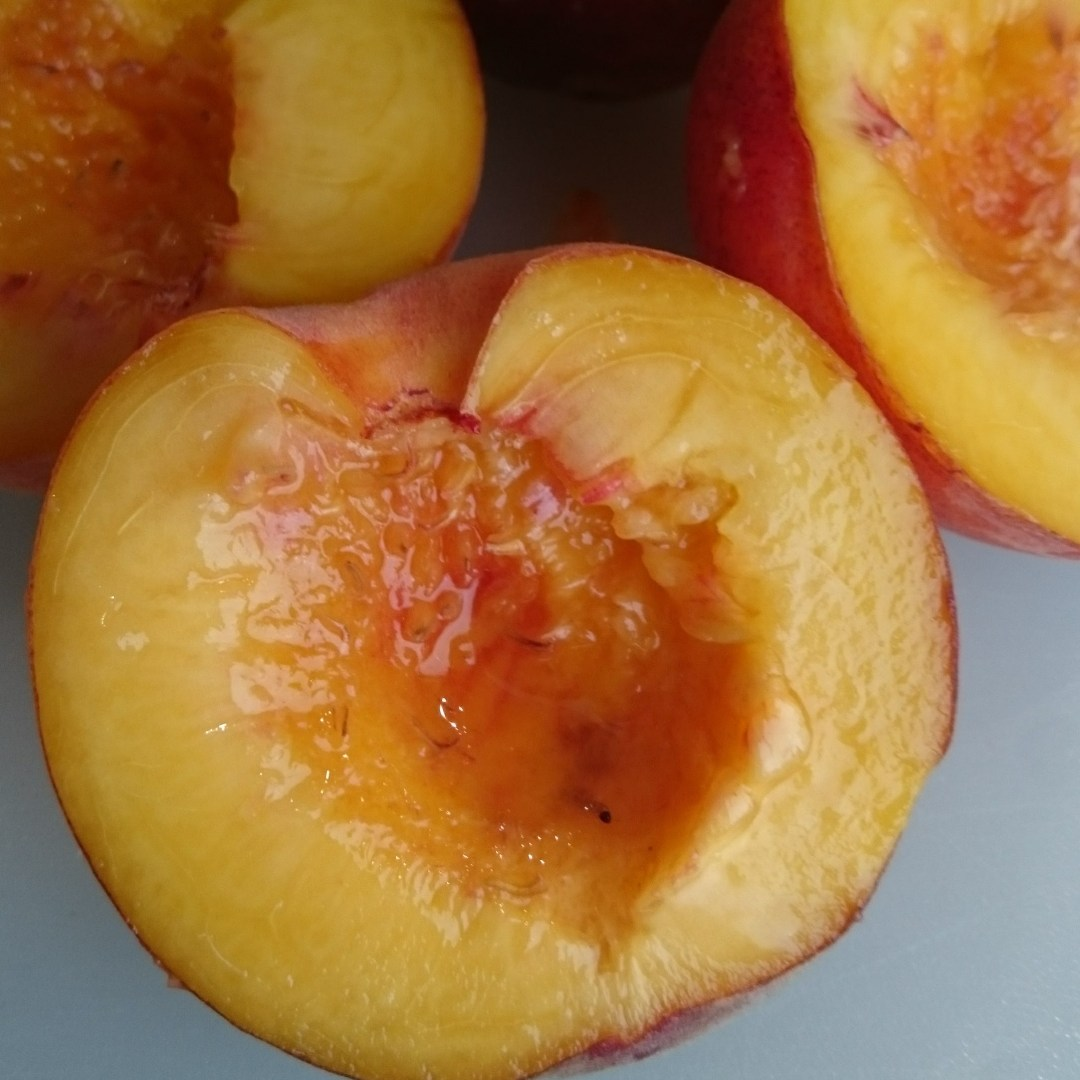 How to open a peach or other stone fruits