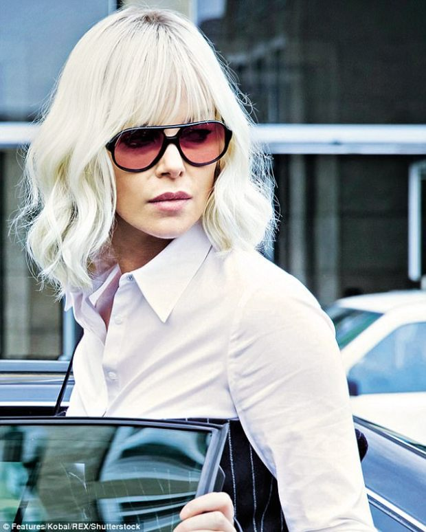 43220BDE00000578-4778124-Atomic_Blonde_is_a_strange_old_watch_with_the_experience_definit-m-9_1502366353871.jpg