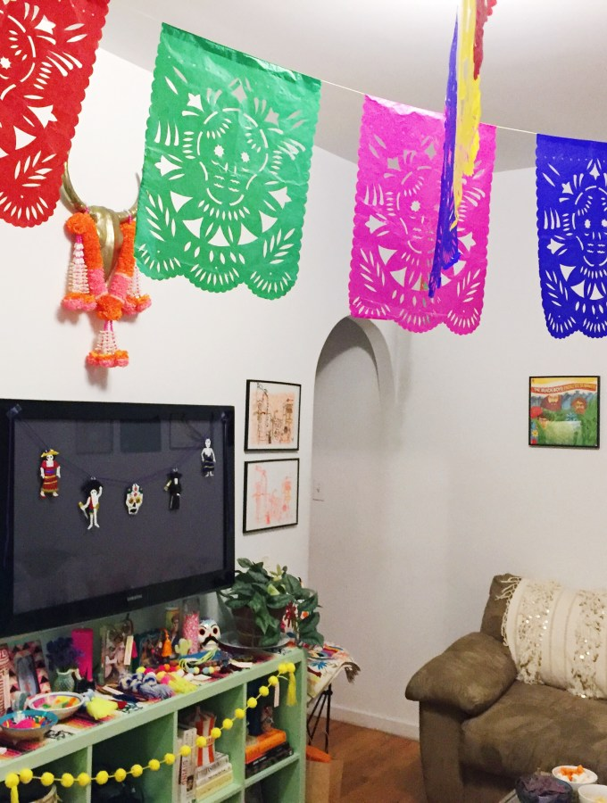 Your Guide to a KILLER Día de los Muertos Party (+ free DIY download!)