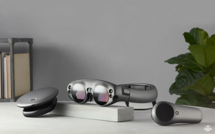 Magic Leap One Creator Edition controller lightpack light lightwear hologram AR the nerd web