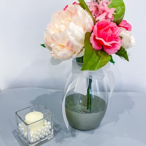 flowers and candles with pearls for courtly decor