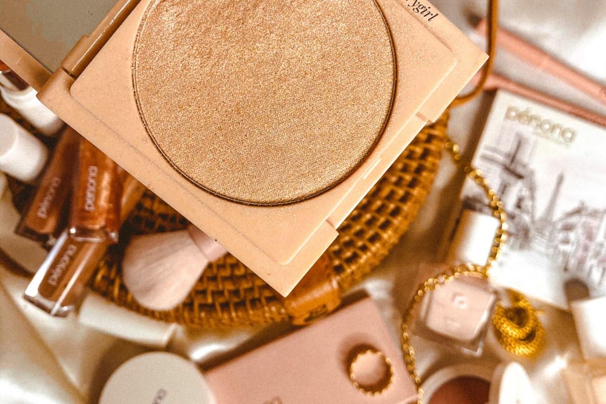A closeup of the Persona Cosmetics Zuma Cali Glow Highlighter