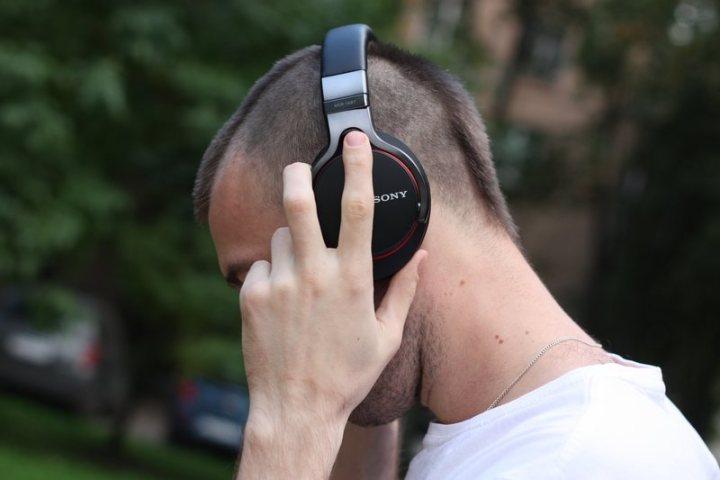 headphones-music-sony-449269_optimized