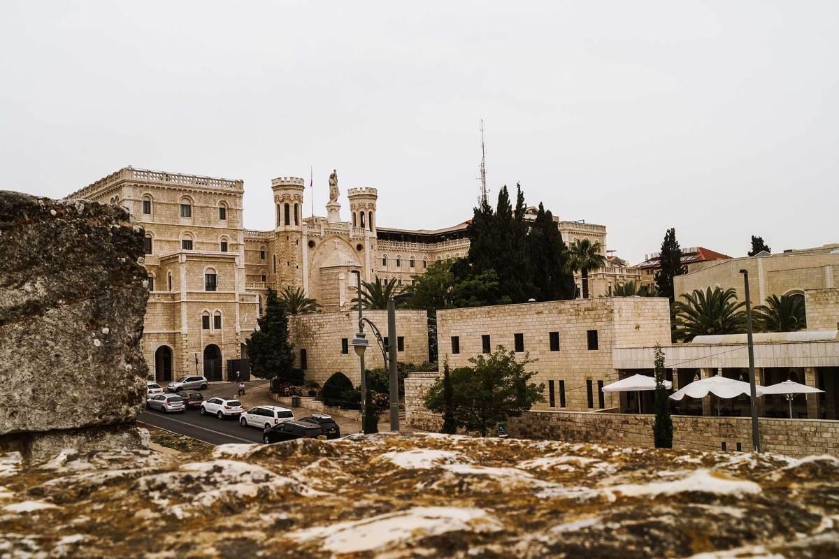 Wandel over de stadsmuren van Jeruzalem