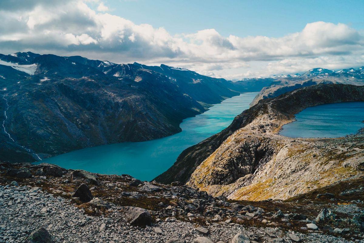 Hike de spectaculaire Besseggen Trail in Noorwegen