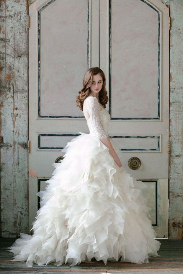 17 Times Long Sleeves Were the Sexiest | The Newport Bride