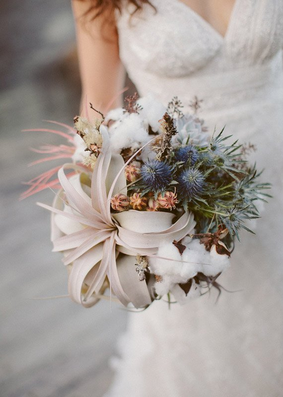 23-gorgeous-winter-wedding-bouquets-1