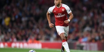 Oxlade-Chamberlain agrees new deal