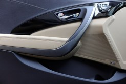 2017 Hyundai Azera sedan model overview door handle