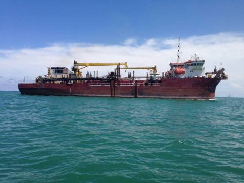 The dredger deepening Government Cut. (Courtesy of Coral Morphologic)