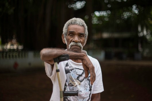 An elderly man, who happens to be an old neighbor, sits in Parque de los Ahorcados.