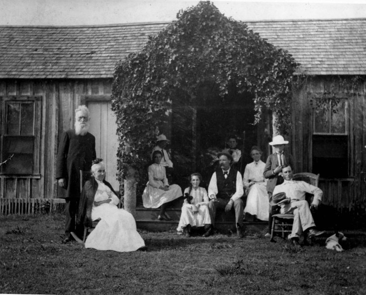 Original home in Coral Gables with members of the Merrick and Fink families, around 1903. (Courtesy of Arva Moore Parks)