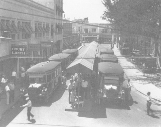 Miami municipal bus terminal, 1926 (Courtesy of HistoryMiami)