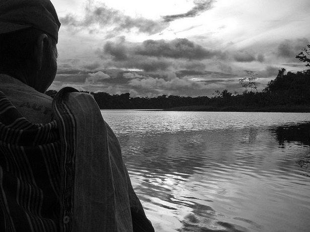 Adolfo in a dugout canoe (Photo: James Borrell)