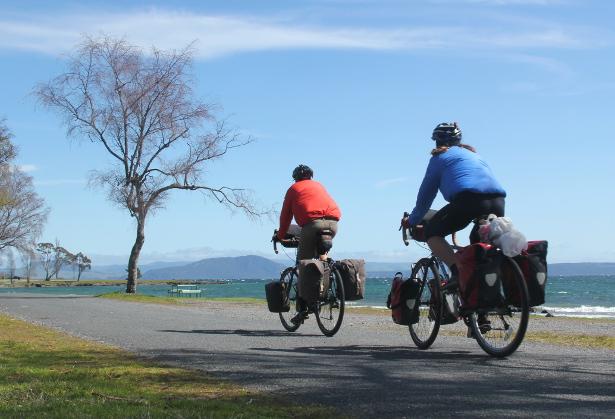 Cycling Around Lake Taupo