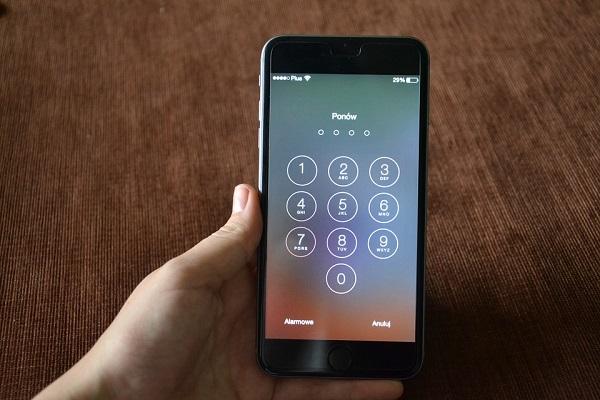 iPhone unlock screen