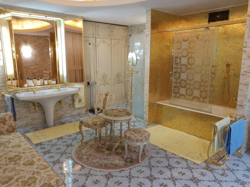 Ceausescu-golden bathroom