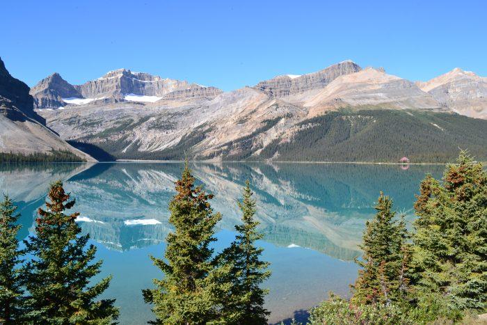 Lago en las Montañas Rocosas en Canadá